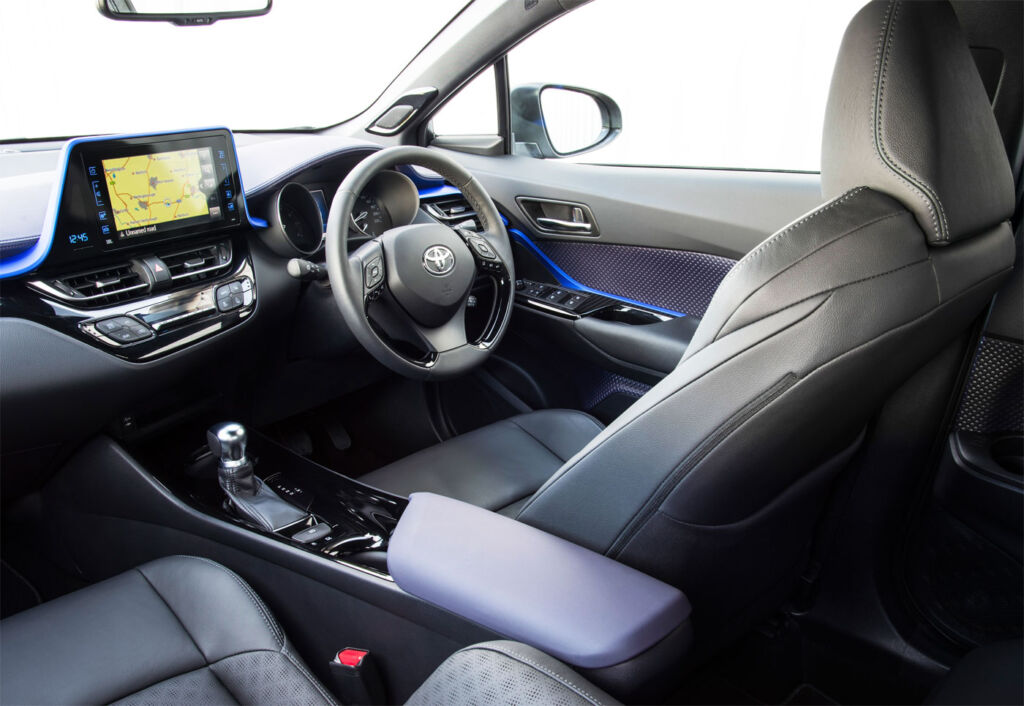 Toyota C-HR Dynamic Hybrid 1.8 5-Door Test Drive and Review 8