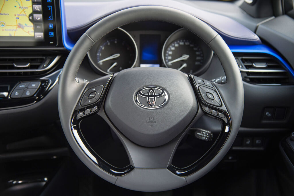 Toyota C-HR Dynamic Hybrid 1.8 5-Door Test Drive and Review 11