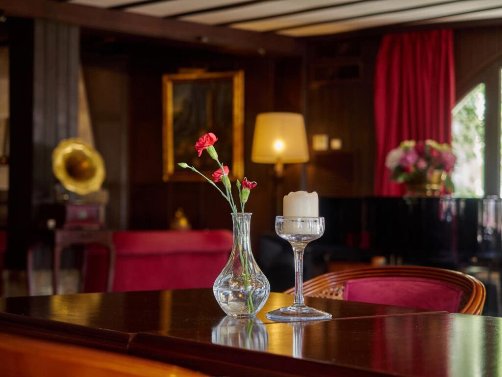 "A Touch Of ""Old Fashioned Class"" At Palma's Bon Sol Hotel 7"