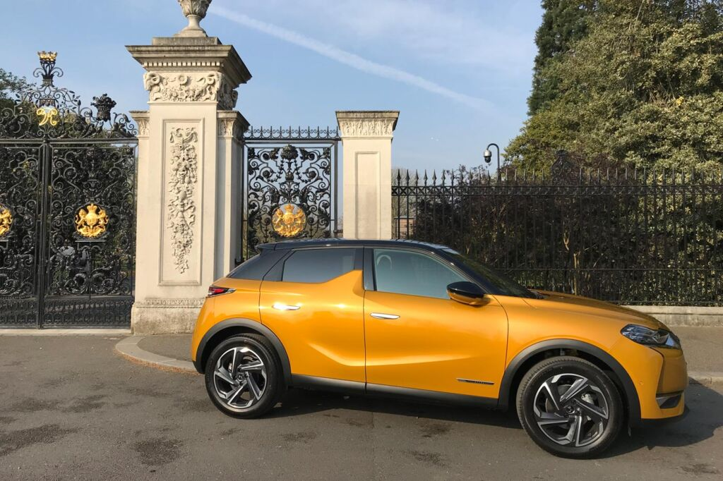 DS 3 Crossback Road Test at the Chihuly At Kew Exhibition 7