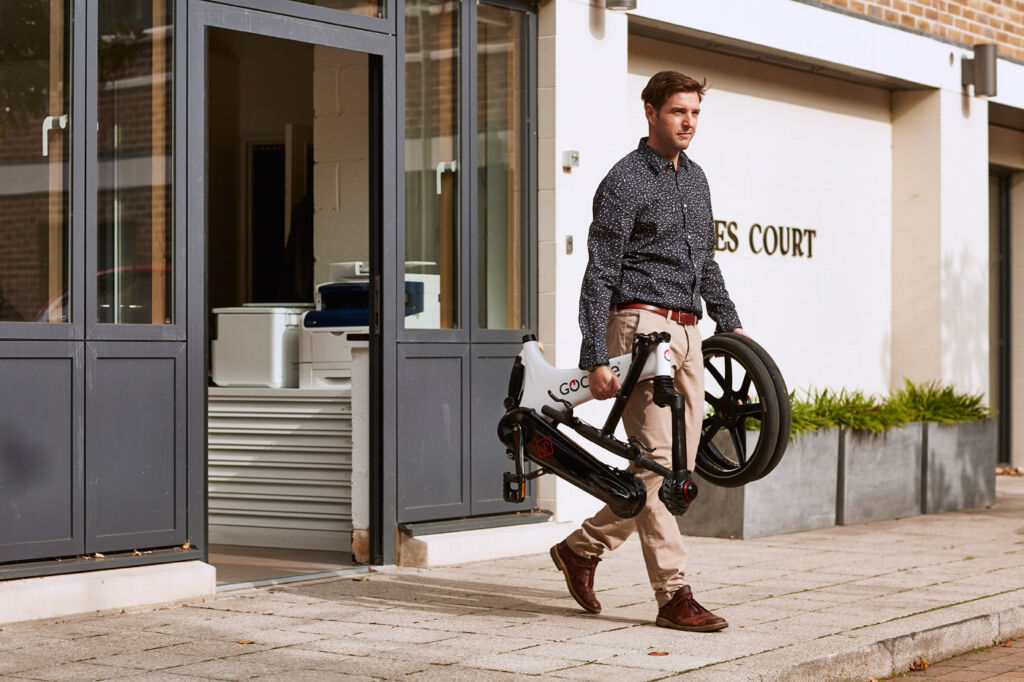 Folding the GS electric bicycle