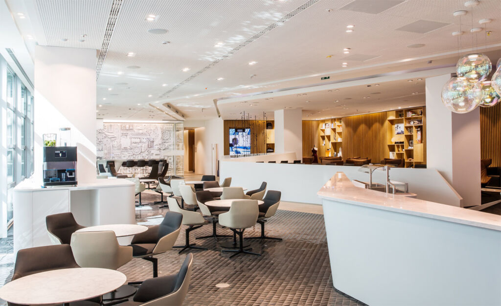 Which Airport Lounge has Reached the 'Lofty' Height of Best in Europe? 6