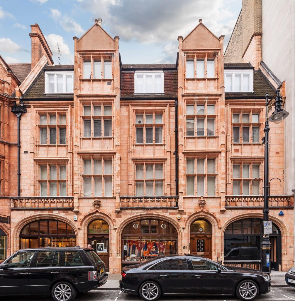 105 Mount Street - Winston Churchill's First Bachelor Pad In Mayfair.