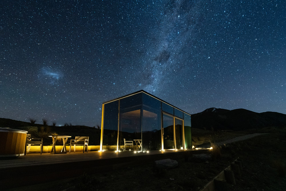 New Luxury Mirrored Pods Open at Lindis in New Zealand 4