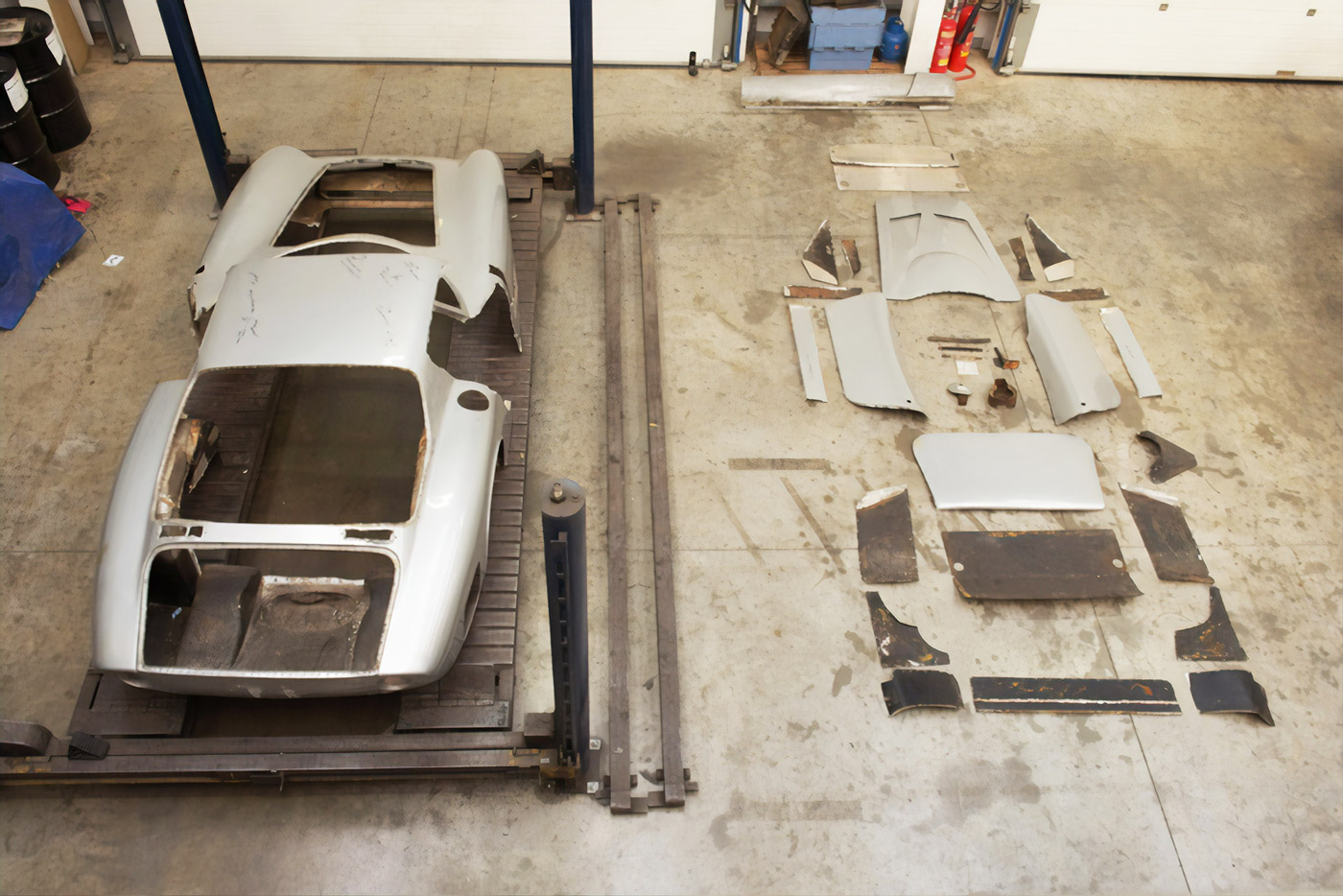 The Thornley Kelham Bizzarrini 5300 GT Strada in pieces.