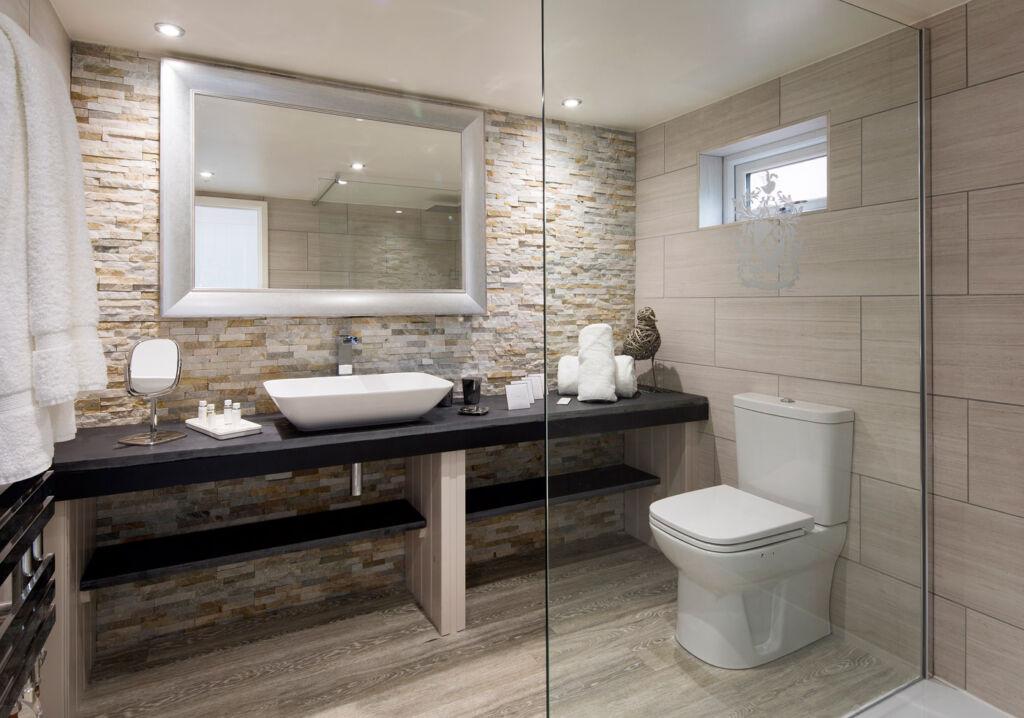 Cary Arms Devon Beach Hut bathroom