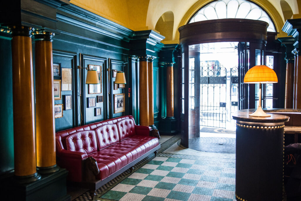 Simpson's in the Strand entrance lobby and reception area.
