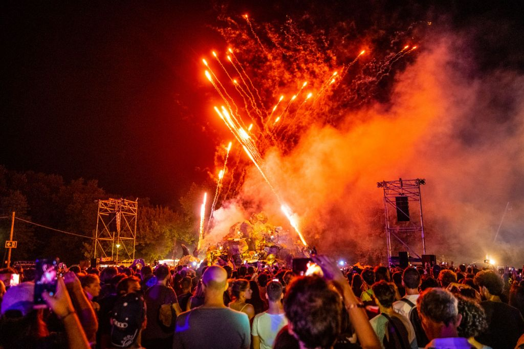 Sziget Festival Offers 2019 Headline Act Merchandise to Aid the Superar Charity 14