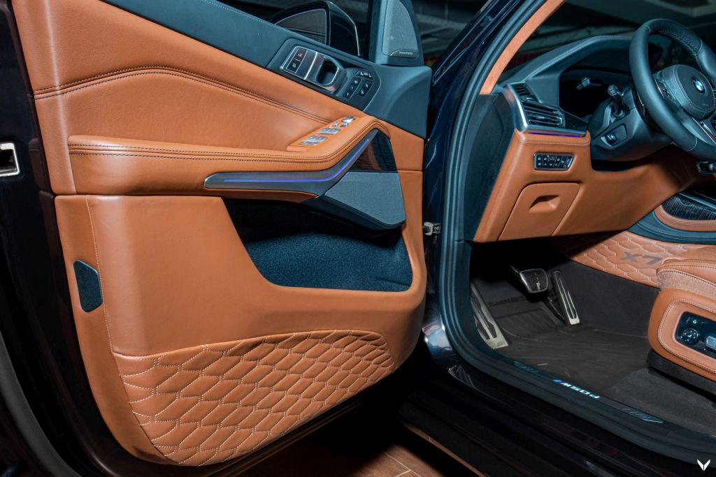 The Vilner BMW X7 M50d door panels