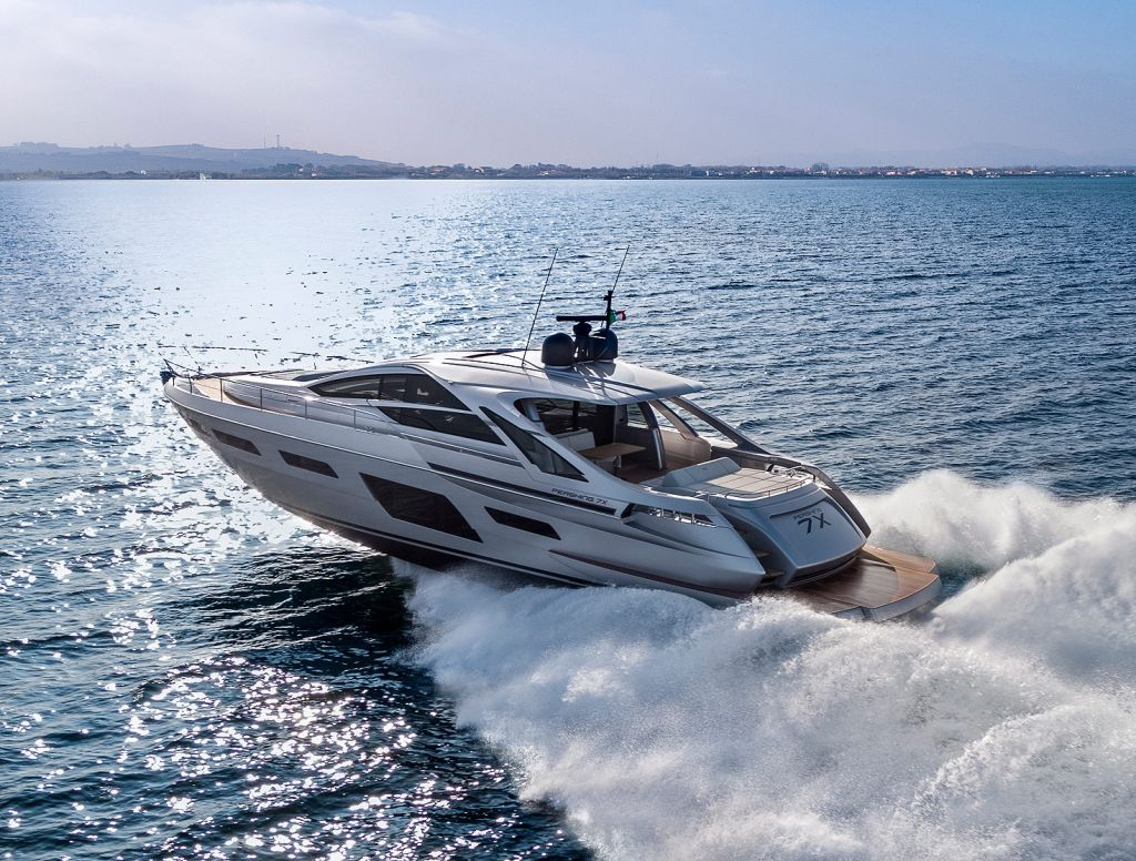 Sideview of Pershing's new 7X boat