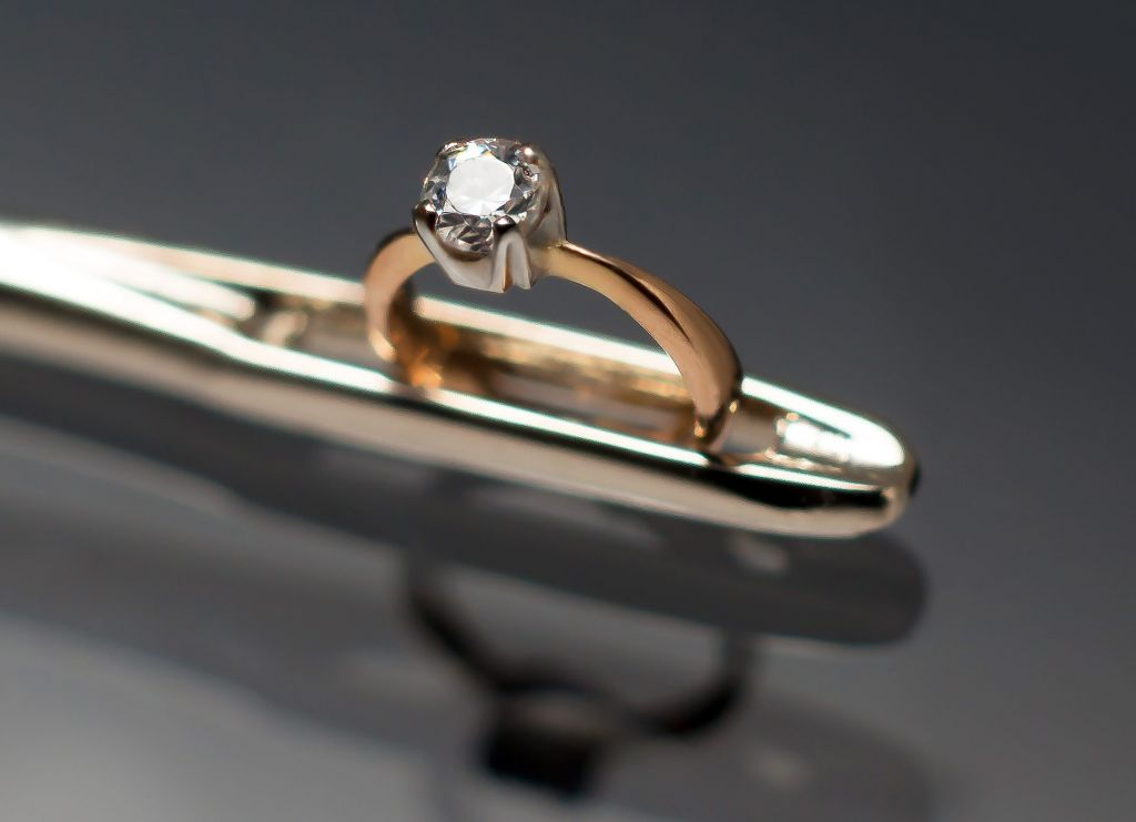 Vadim Kachan Creates The Smallest Diamond Ring in the World