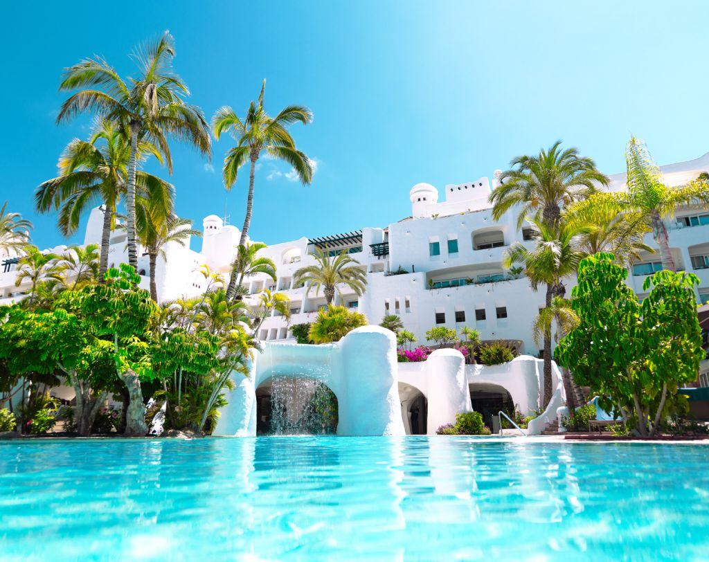 Hotel Jardín Tropical swimming pool