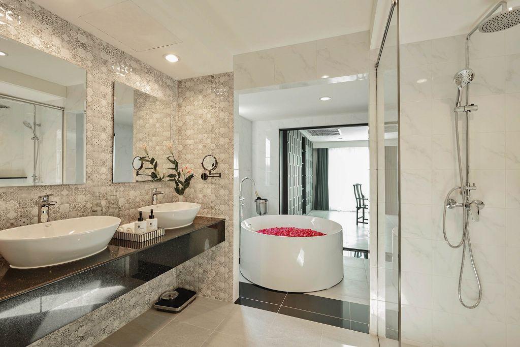 Villa De Pranakorn Guest House Bangkok guest bathroom