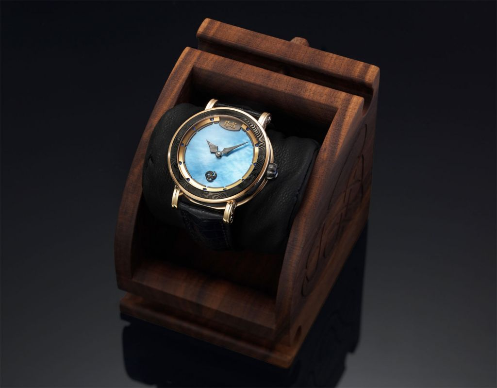 GoS Skadi watch in wooden presentation box