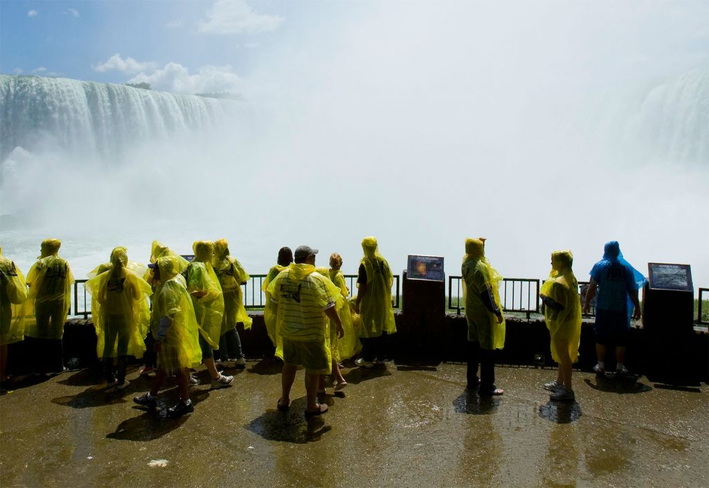 Experience the jaw-dropping Niagara Falls virtually