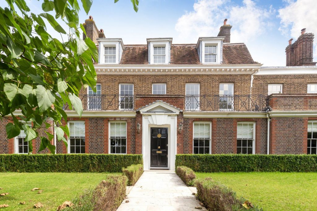 Hampton Court Manor House Linked to King George II For Sale