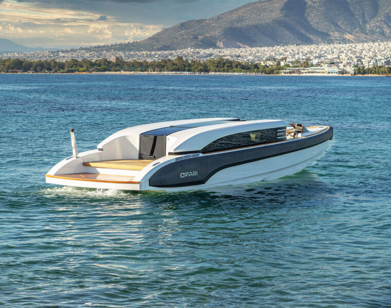 Onda 321L Custom Limo Tender Elevates a Rather Staid Sector