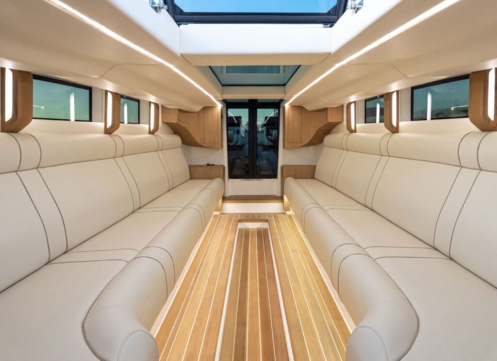 Inside the Onda 321L Custom Limo Tender