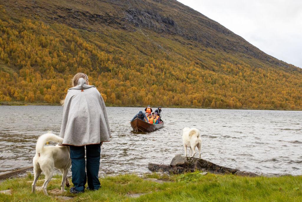 Boat trip to Geunja The Sámi Ecolodge