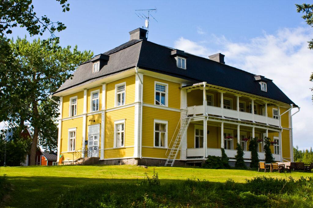 Melderstin Manor in the summer