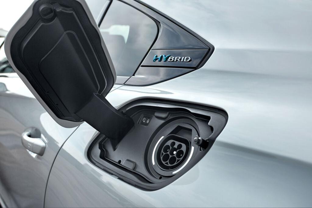 PEUGEOT 508 HYBRID GT Fastback charging and range