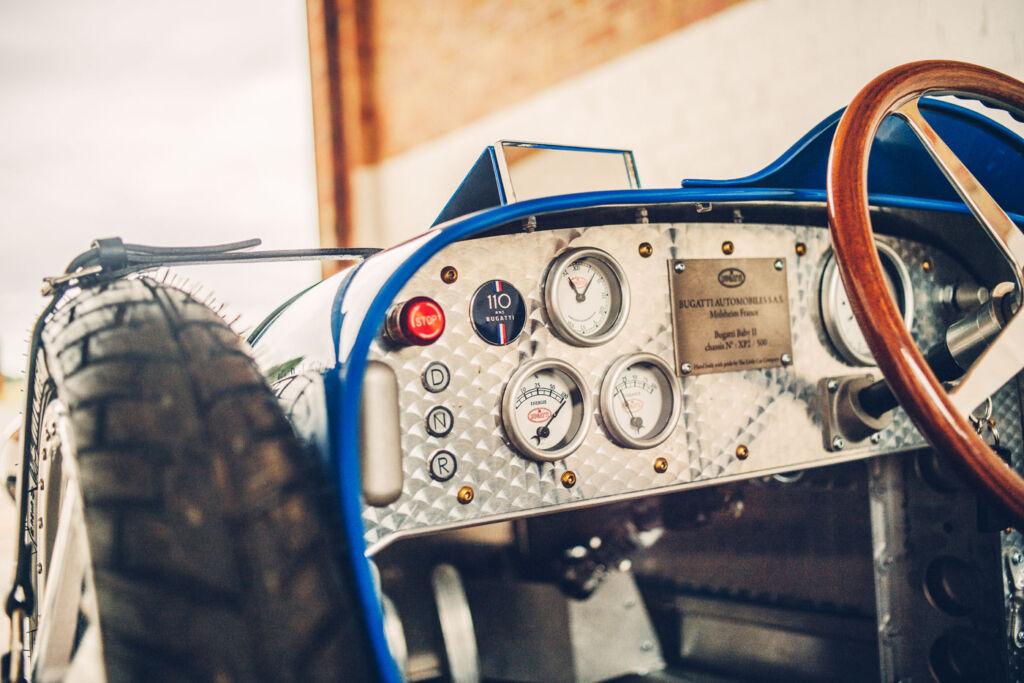 Replica of the Bugatti Type 35 dashboard