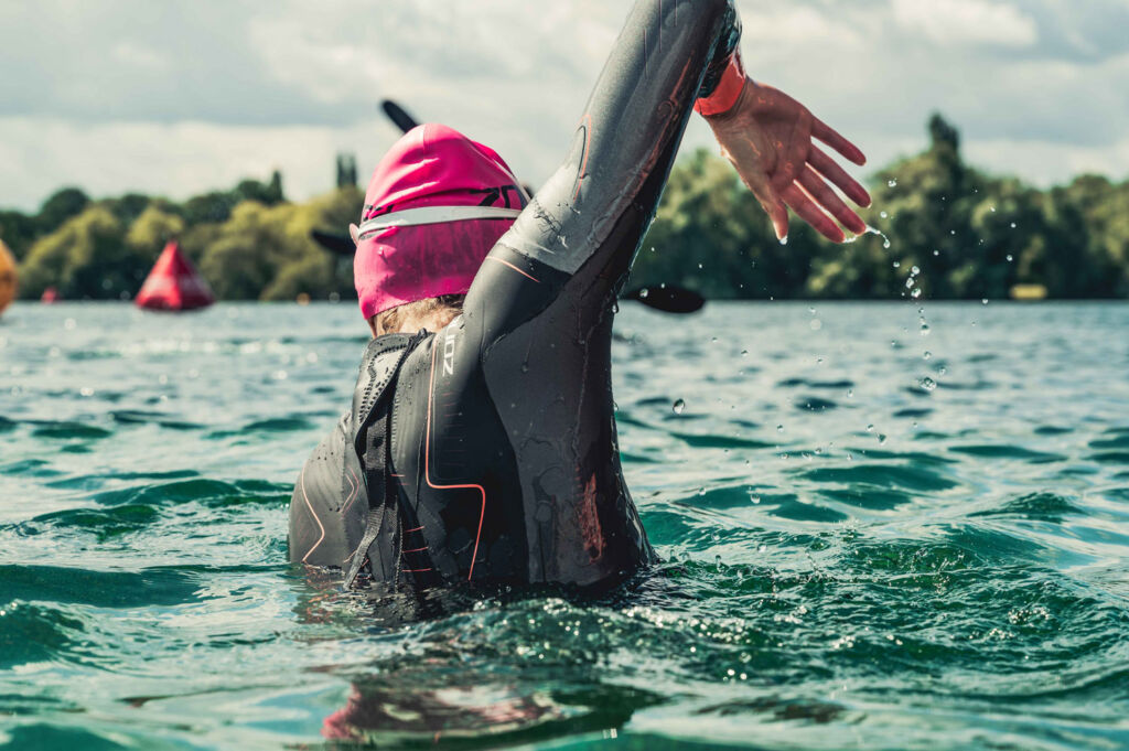 Swimming straight when open water swimming