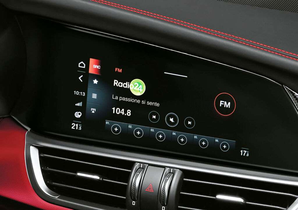 Alfa Romeo Giulia Quadrifoglio entertainment screen