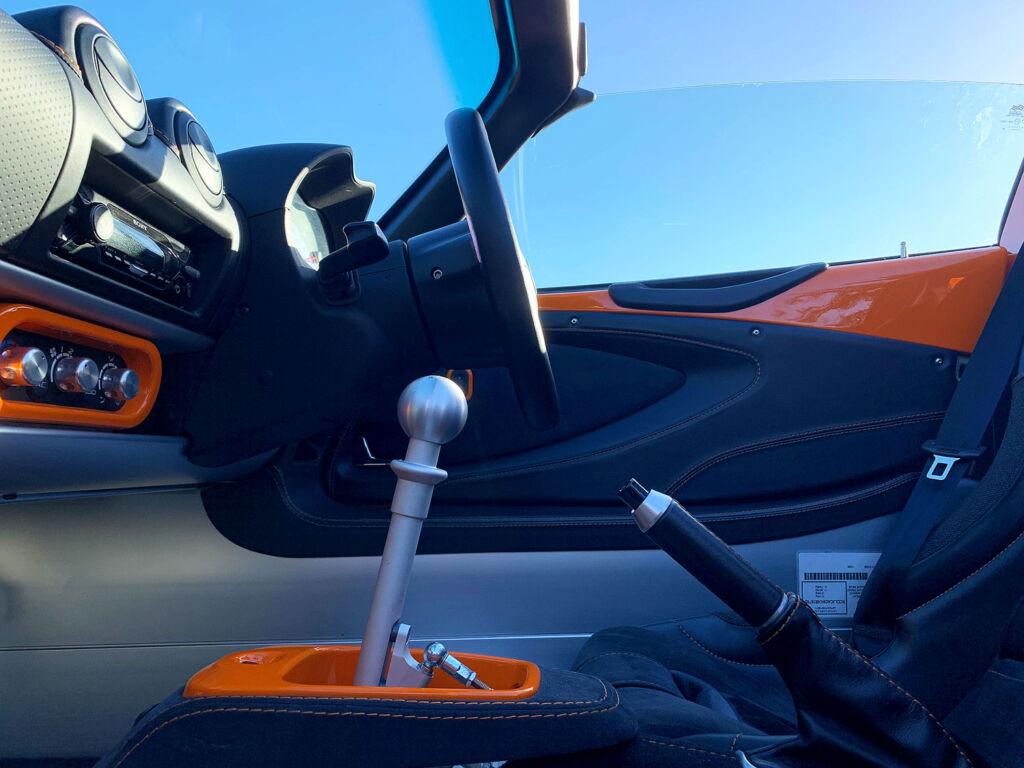 Aluminium gear stick in the Elise Cup
