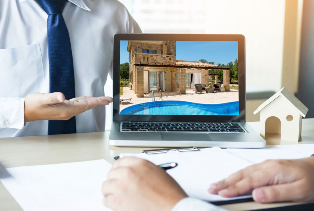 Estate Agent helpting to find the right home overseas