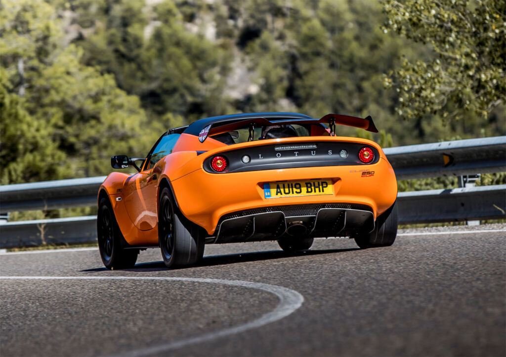 High speed cornering in a Lotus Elise Cup 250