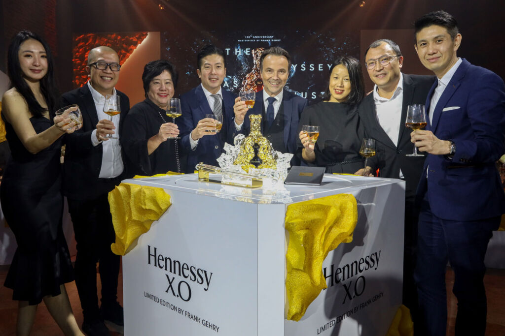 (L to R) Ms. Aiko Lee, Mr. Kok Chee Kong, Ms Hazel Yong, Mr. Jason Cheah, Mr.Thomas Bouleuc – MD of Moet Hennessy Diageo Malaysia, Ms Aurelie Lim, Mr. Jesse Lim and Mr. Cheng Kok Leong.