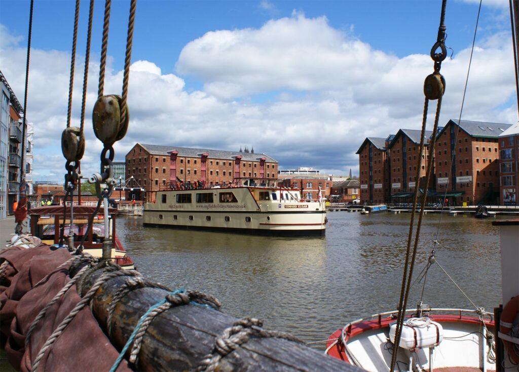 The Edward Elgar river boat entering the docks