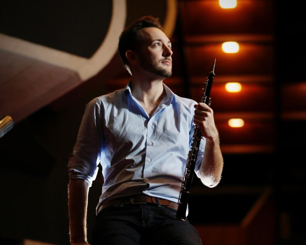 A male clarinetist ready to perform