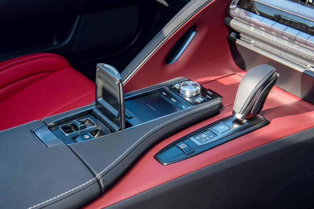 The LC 500 convertible gear shift and centre console