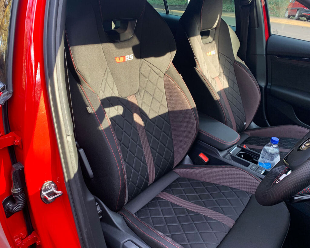 Image showing the sporty front seats in the Octavia iV VRs