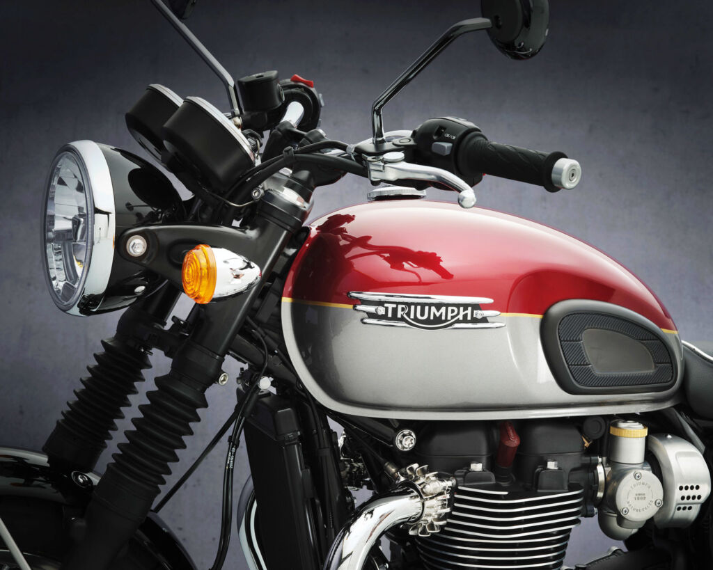 The handlebars and fuel tank on the Triumph T120