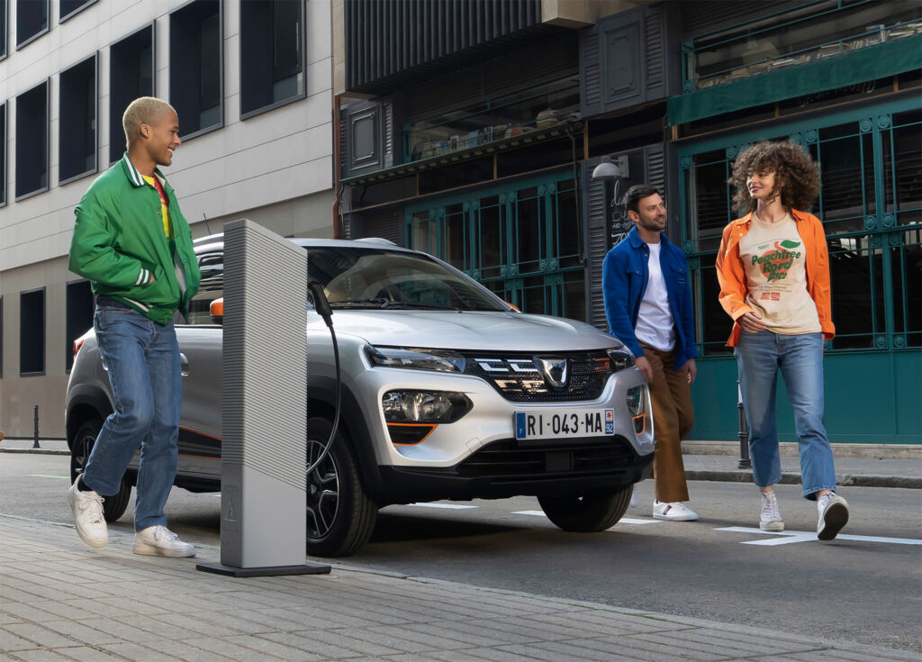 Charging the Dacia Spring Electric at a charging point