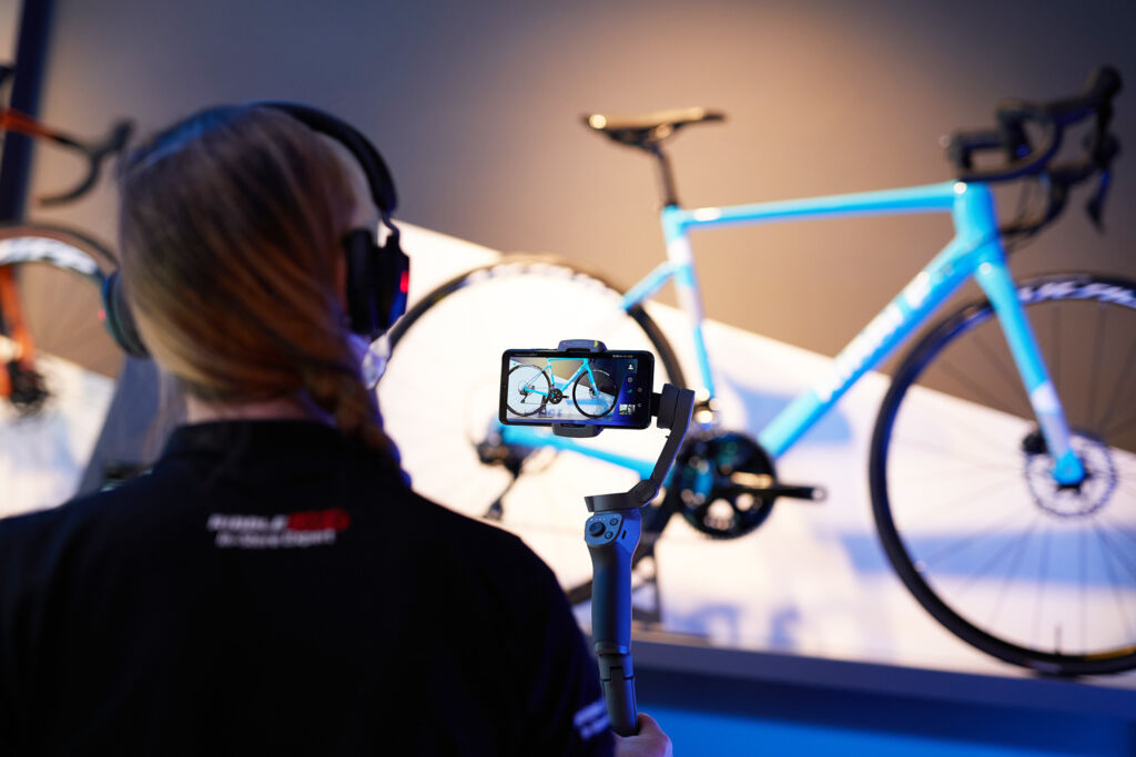 Taking a custom through the design of a bike with live virtual technology