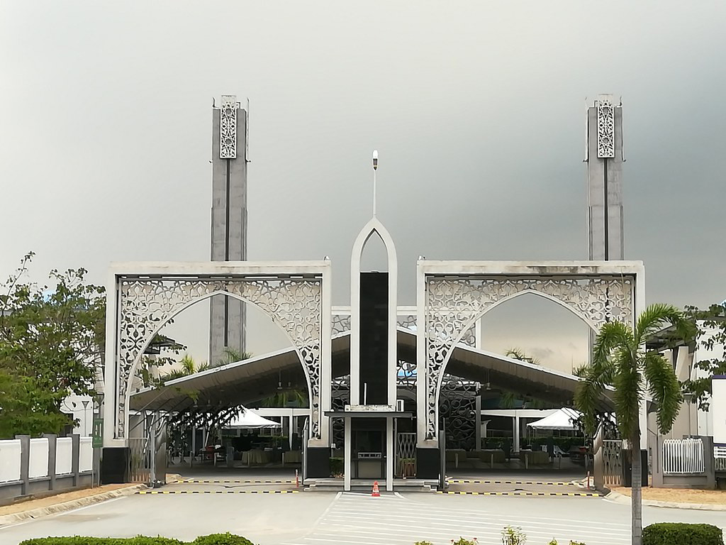 The entrance to Puncak Alam Mosque