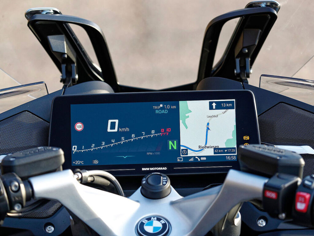 The TFT screen on the 2021 BMW R 1250 RT
