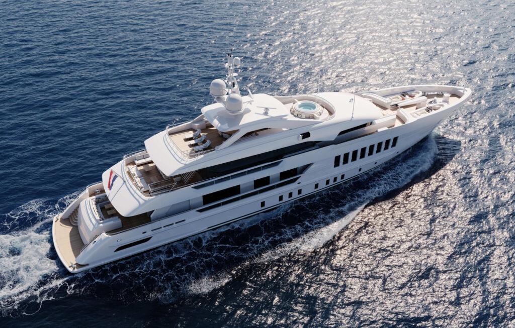 Heesen Project Gemini sailing on the sea