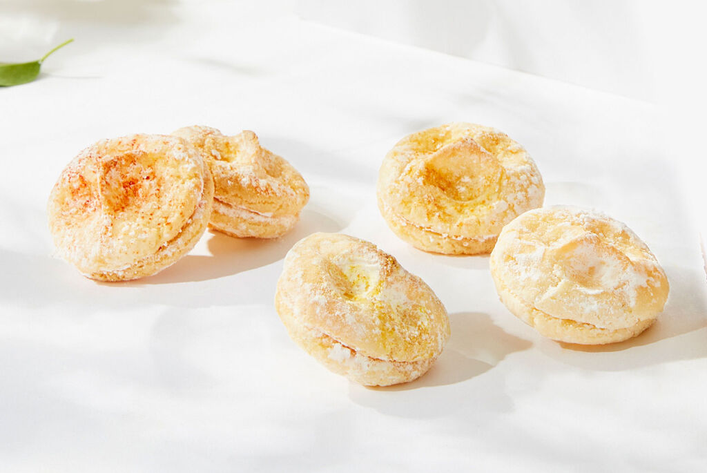A closeup view of the delicious amaretti biscuits in the Citrus Garden Summer Collection