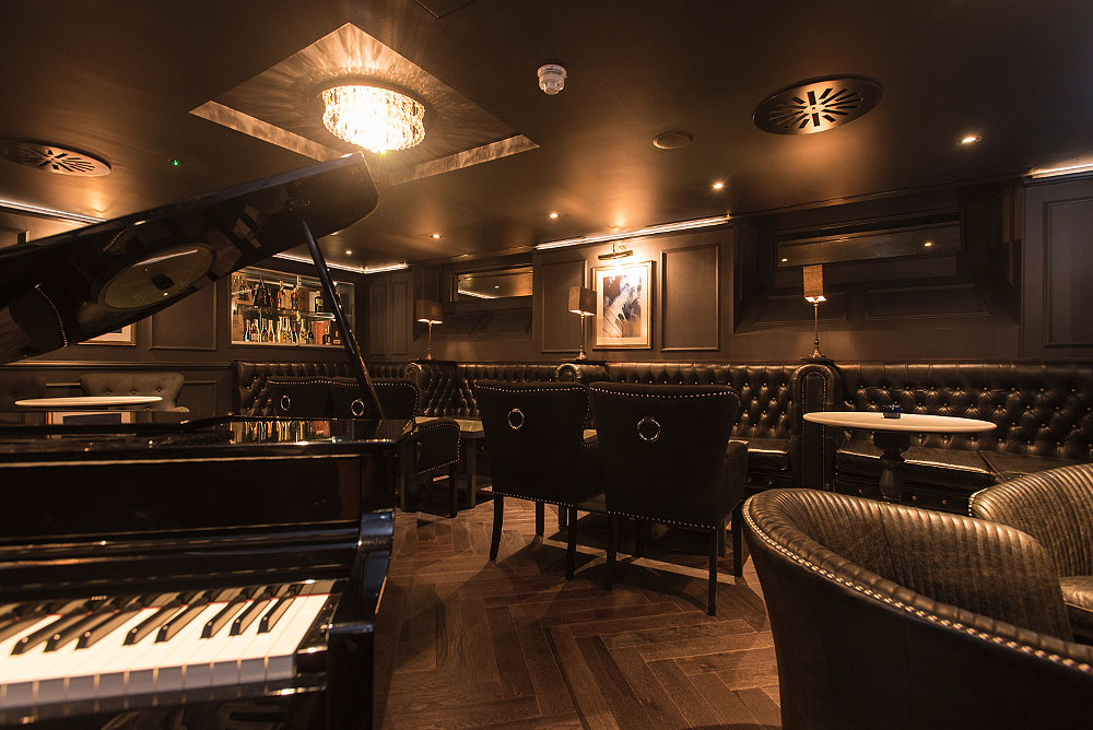 The Turmeaus Puffin Rooms in Liverpool with its traditional and luxurious decor