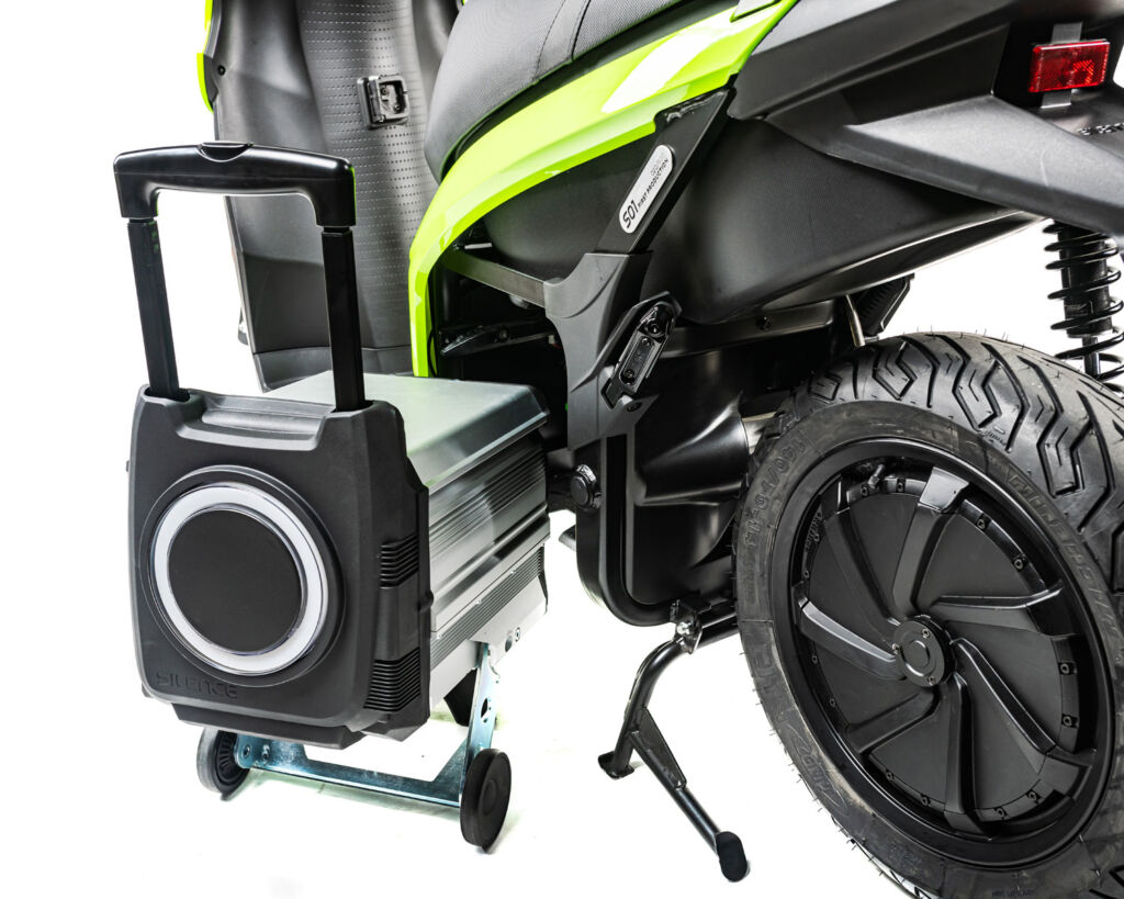 Image showing how to change the battery in the Silence S01 electric scooter
