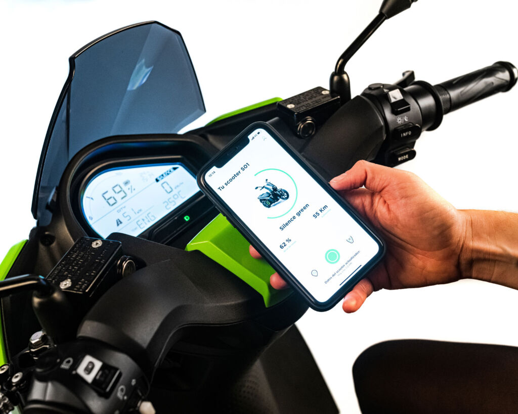 A rider using the Silence dedicated phone app