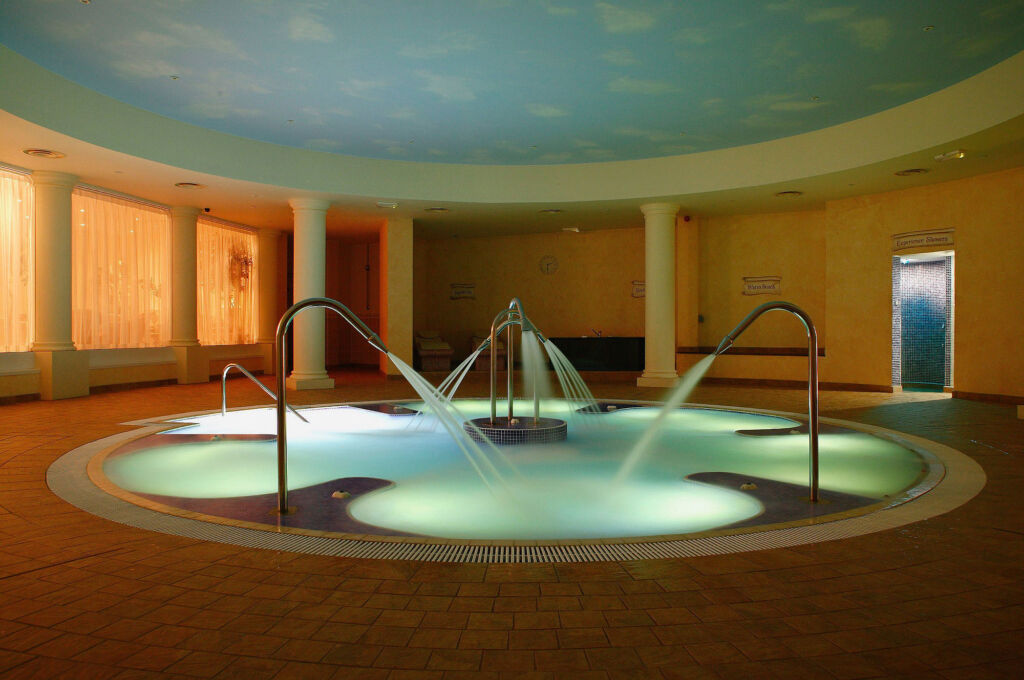 The hydrojet spa pool at Whittlebury
