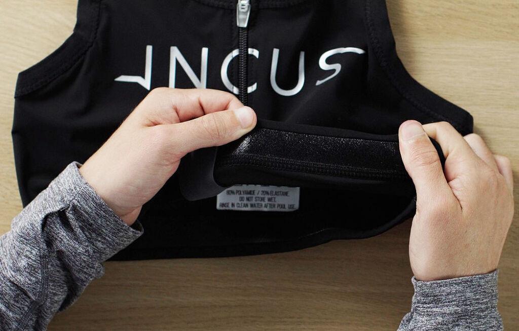 The INCUS swim vest in black