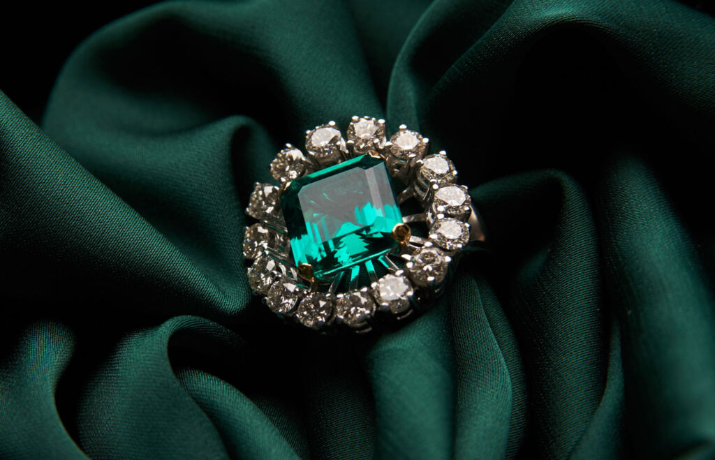 The Reasons Why Vintage Jewellery is the Smart Buy in Today's World