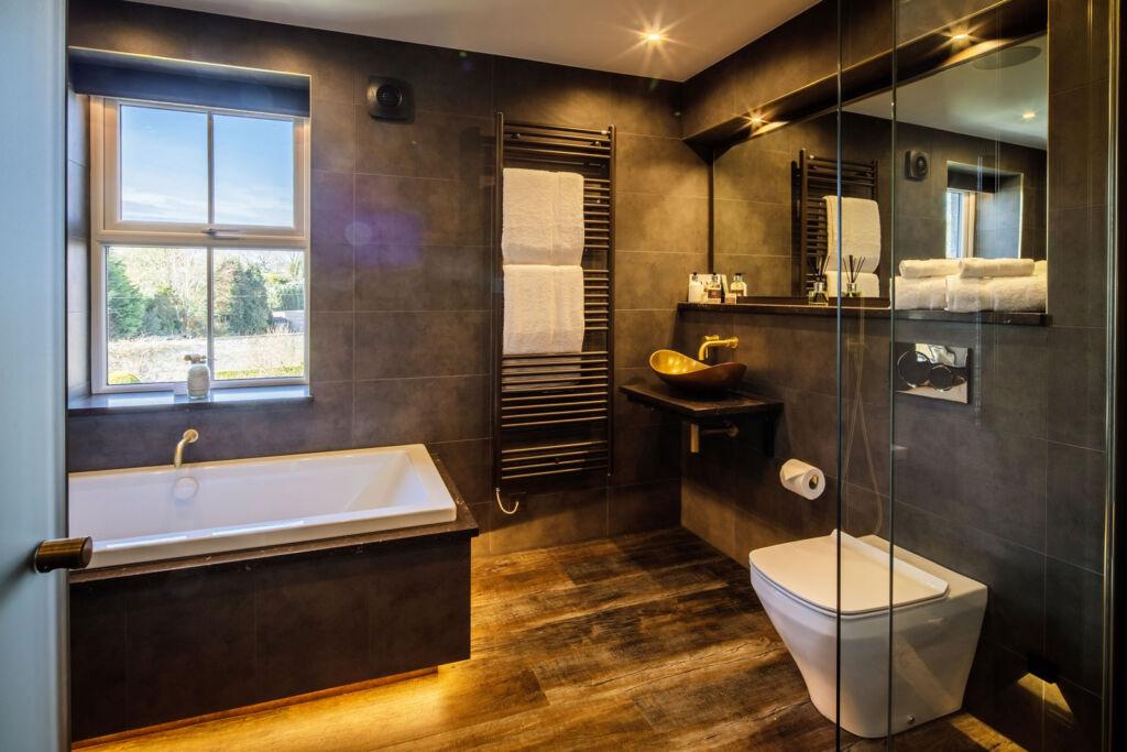 The Columbus suite bathroom